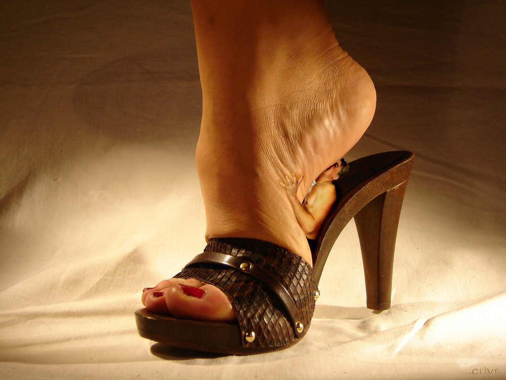 v-rabstve-zhenskih-nog-eroticheskoe